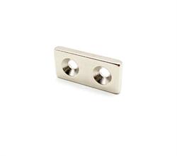 Неодимовый магнит призма 25х12х3 мм с двумя зенковками 3,5/7 мм - фото 8340