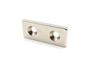 Неодимовый магнит призма 35х15х3 мм с двумя зенковками 4/8 мм